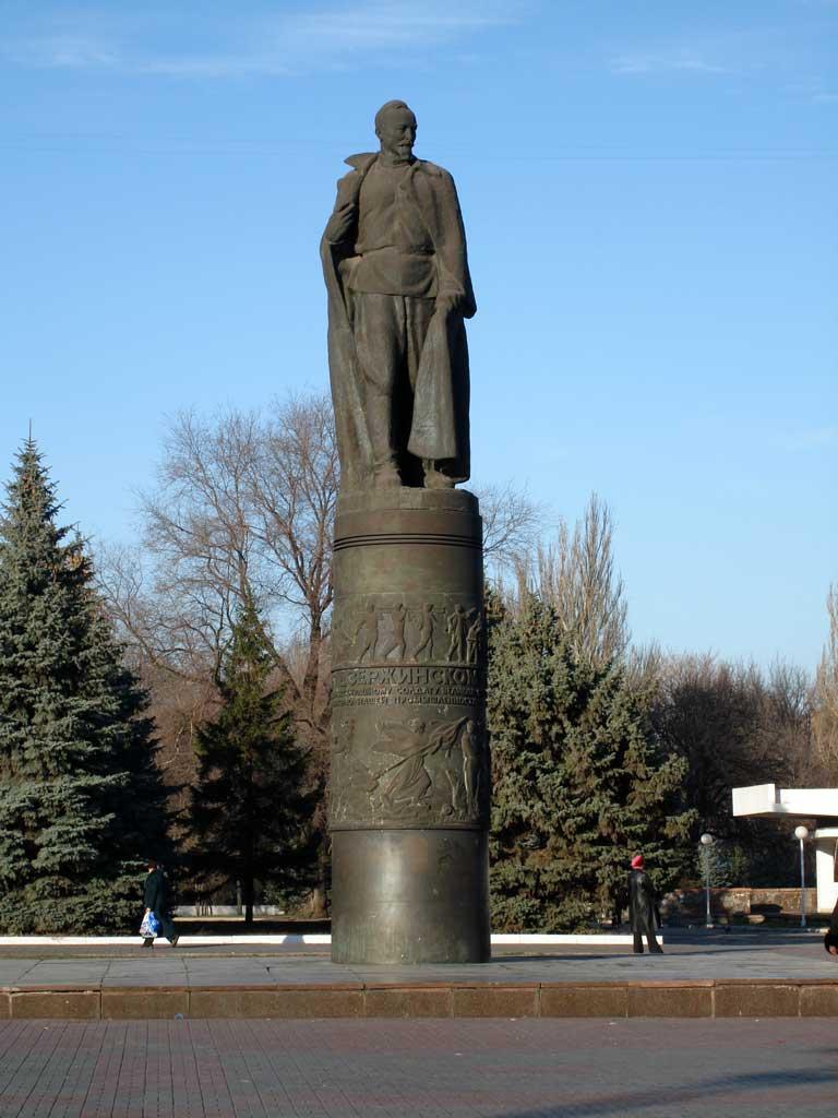 Памятник с крестом Дзержинский Памятник с крестом на просвет Бутырская